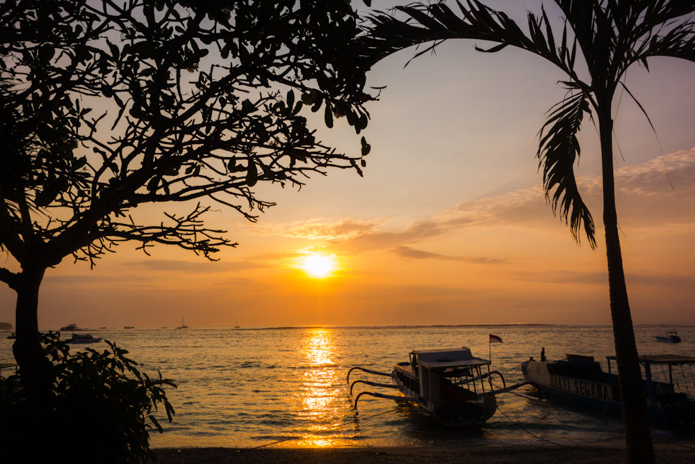 watching the sunset is one of the top things to do in Nusa Lembongan Indonesia