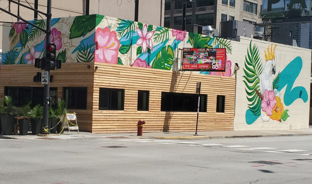the songbird mural on the side of The Diver restaurant in Chicago